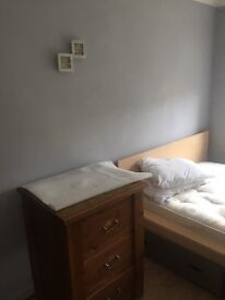 Double room for rent in Hayes bills inc
