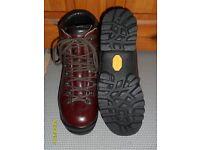 Scarpa Walking Boots Ladies size 41 (7)