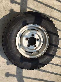 Landrover, Dfender 90, 5 steel wheel hubs and tyres