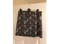 NEW CONDITION Miss Selfridge size 6 patterned skirt