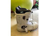Burton Mint Snowboard boots. UK8 Bag included