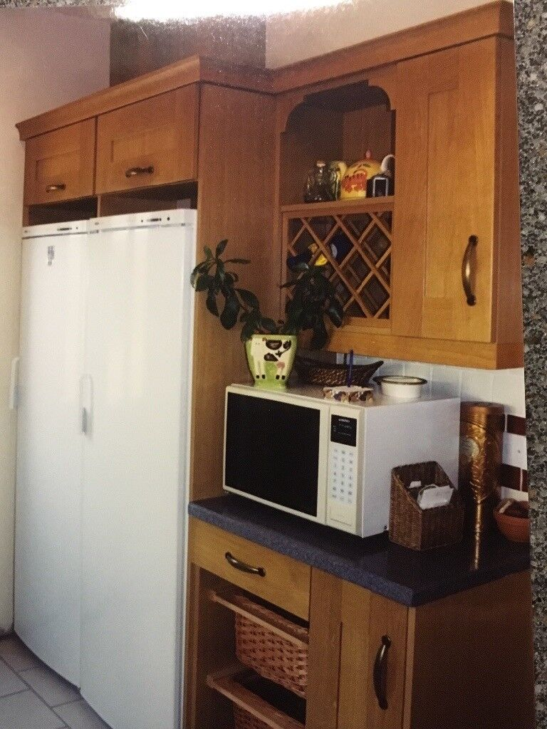 Solid Oak Kitchen Units and Granite Worktops
