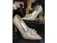 Sparkly Rhinestone Cinderella shoes Size 6
