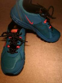 Nike Trainers UK 4.5
