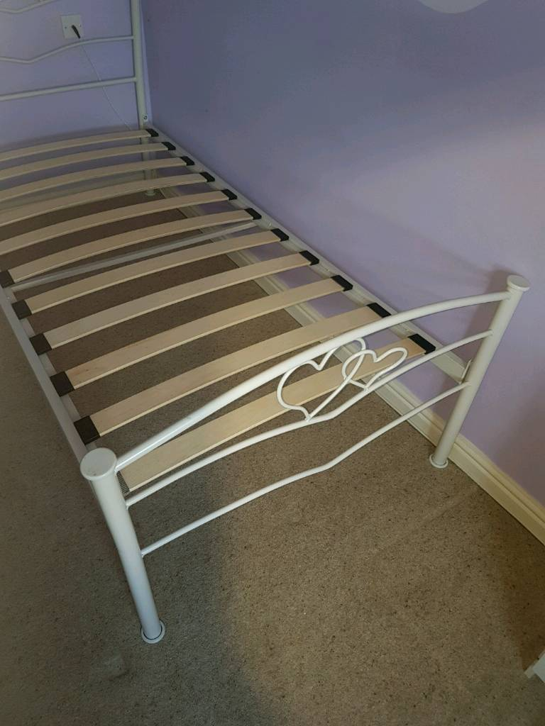 White Metal Frame 'Heart Bed, & Mattress