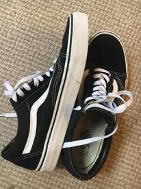 Vans old skool trainers(men's size 8)