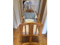 VIB crib with bedding & drape