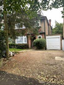 4 bedroom house in Sunningfields Road, London