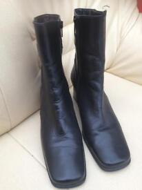 Gabor ladies leather boots, size 6