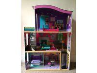 Dolls house/mansion