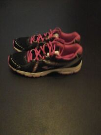 Womens running trainers worn once , colòur black and cherry in good condition £20