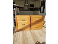 Bed side tables x2 matchind pair wood 615mm high x555mm wide x350mm deep excellent condition