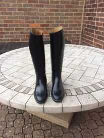 Woman's Riding Boots, Black, Size 5