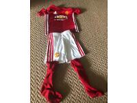 Manchester United football kit age 5-6
