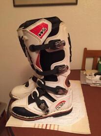Motocross boots size 6.5. Euro 39.