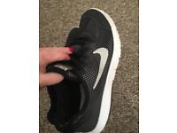 Size adult 5 Nike trainers