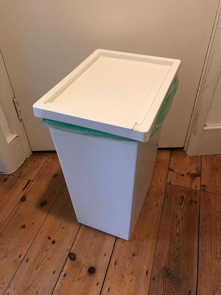 Bins with lid