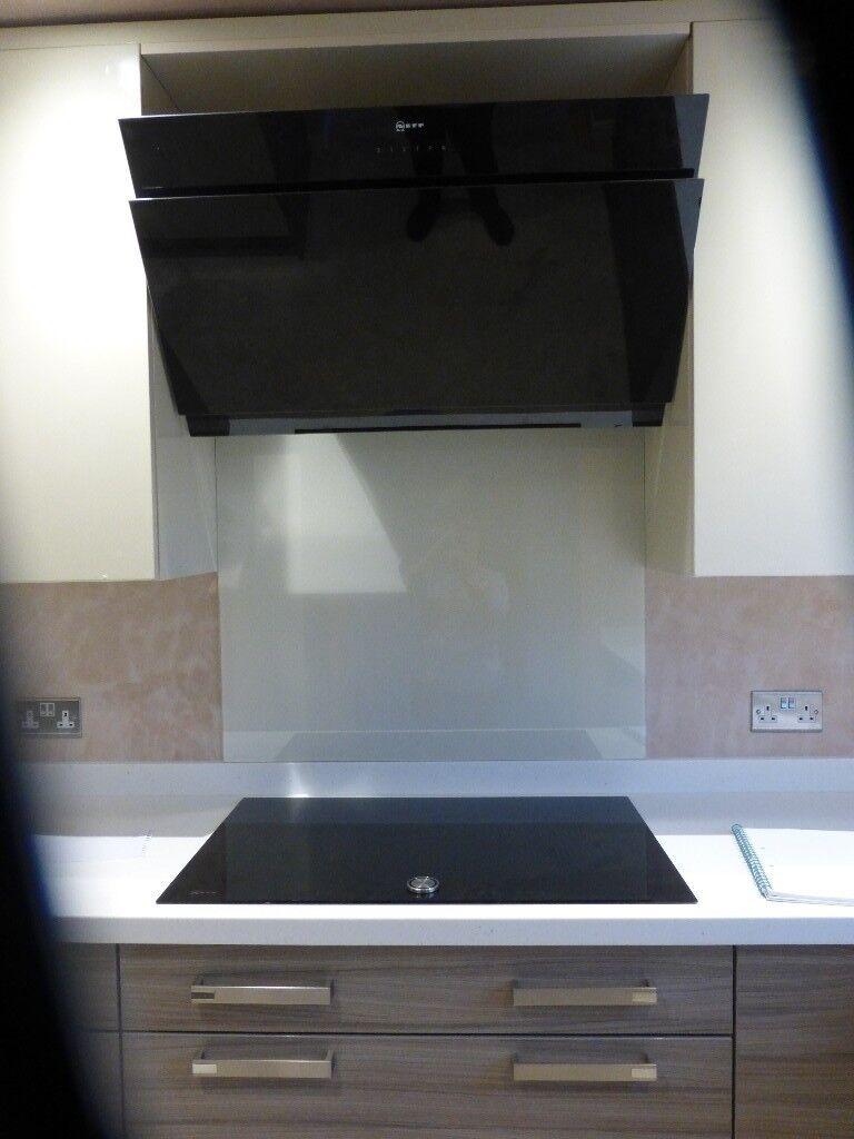 neff angled black glass cooker hood 900 mm wide brand new. Black Bedroom Furniture Sets. Home Design Ideas