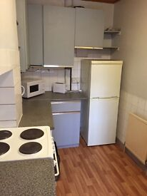 SMALL SINGLE ROOM £75 PER WEEK, VERY CLOSE TO SEVEN SISTER STATION.