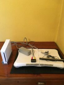 Nintendo Wii Console with cables, accessories and games+ Wii Fit with Wii Balance Board