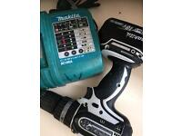 Makita hammer drill comes with battery and charger