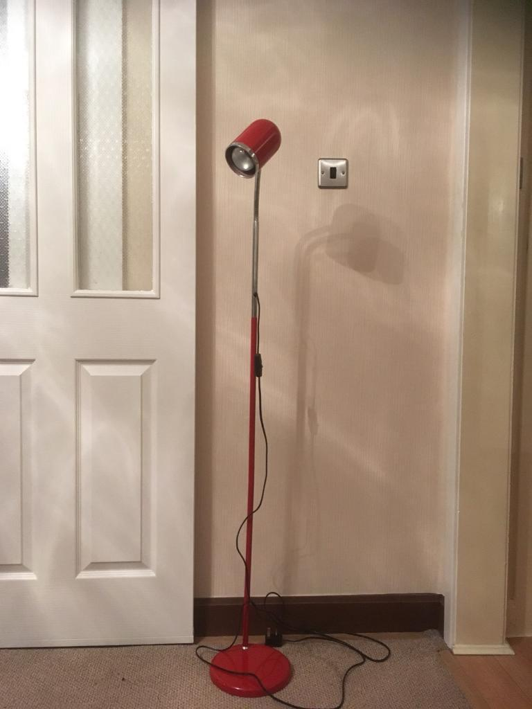 Tall office lamp - red.
