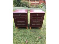 Pair mahogany finish bedsides ( can deliver )