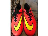 Men's size 10 football boots (new)