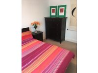 Lovely room in family home, fully furnished, close to Queensbury station