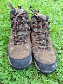 Jack Wolfskin walking boots size 3.5,
