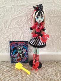 5 Monster high dolls.. like New!!