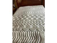 Double bed Memory foam Mattress topper. 140x190x4cm. New in sealed box.