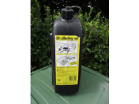 Sump oil collecting can: sturdy plastic: 7 litres capacity.