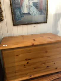 Pine Blanket/Storage Box on Bun Feet , in good condition L 29.5in D 16in H 19in Free Local Delivery
