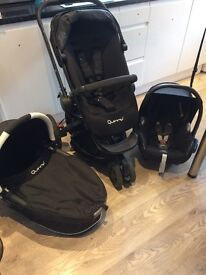 Gorgeous Quinny Buzz Travel System with Carrycot and Maxi Cosi Car Seat
