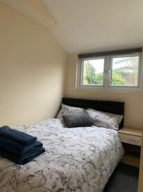 Double Ensuite Room With Garden Access In Harrow Weald All bills Included