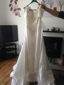 Ivory 14/16 wedding dress