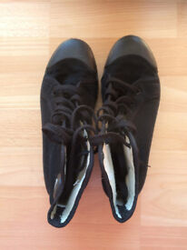 New - Hockey shoes, particularly for an Albyn School girl, UK size 5