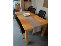 Solid-Oak extendable table in excellent condition! With 8 leather chairs.