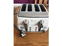 Cream vintage style delonghi 4 slice toaster