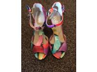 Quiz heels size 4