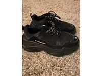 Ladies black trainers, size 5
