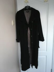 Classic trench coat/mac in excellent condition
