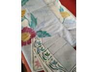 Square cotton tablecloth with batik floral pattern and 4 napkins