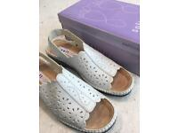 Ladies softlites shoes size 7 brand new in box