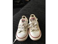 Converse child size 9 in good condition