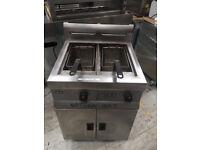 Lincat Chip fryer- Gas - Twin Tank Fryer With 2 Baskets