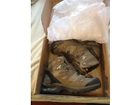 Salomon Comet 3D goretex walking trekking boots sz 9UK New boxed