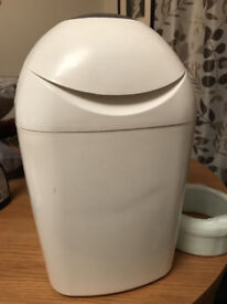 Tommee Tippee Sangenic Tec Nappy Disposal Tub in excellent condition with full refill