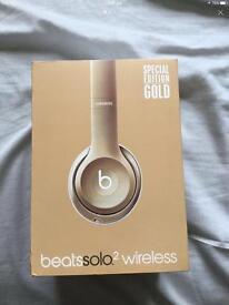 Beats Solo 2 Wireless Headphones Gold like new
